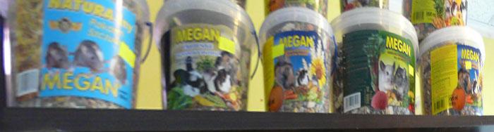 Zdjęcie półki z produktami Megan Natura
